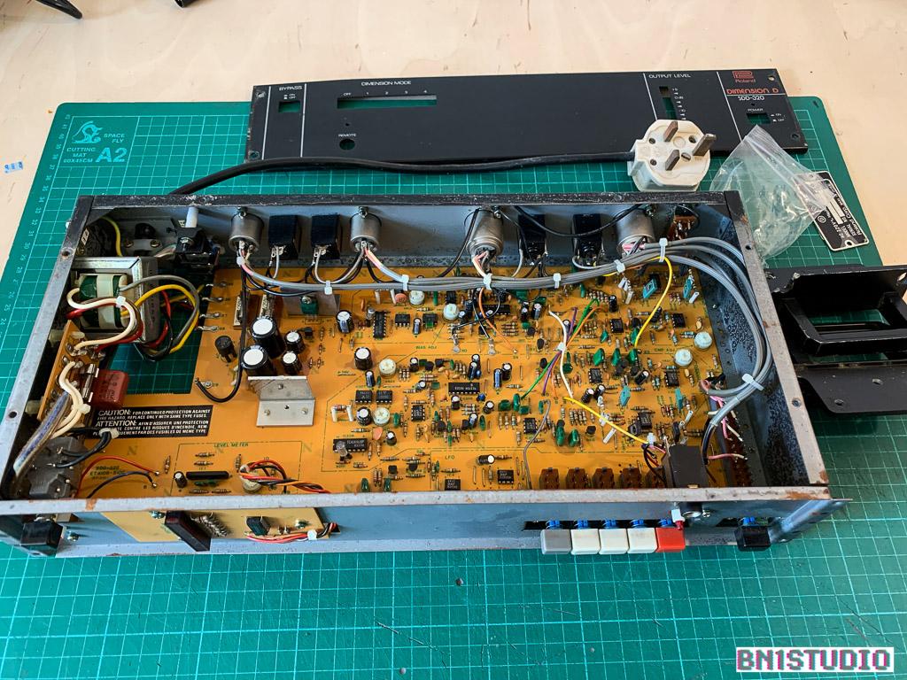 Roland M-16E Line Mixer with EQ   Bn1studio